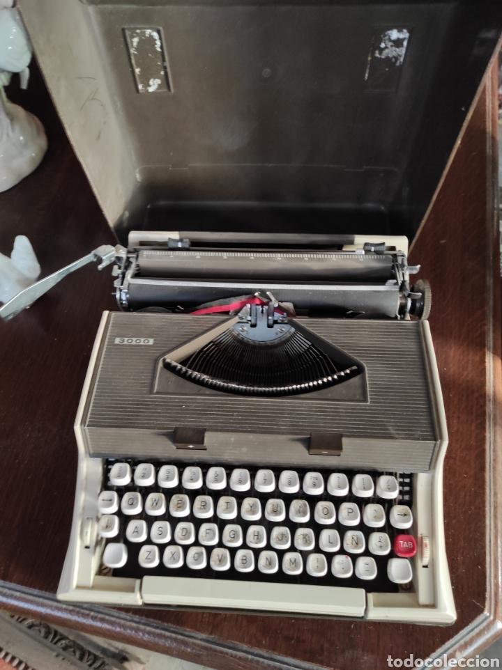 MAQUINA DE ESCRIBIR PORTATIL, FABRICACIÓN PORTUGUESA. VINTAGE. (Antigüedades - Técnicas - Máquinas de Escribir Antiguas - Otras)