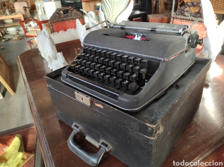 MAQUINA DE ESCRIBIR OLYMPIA SM2 AÑO 1955 TYPEWRITER SCRHEIBMASCNINE (Antigüedades - Técnicas - Máquinas de Escribir Antiguas - Olympia)