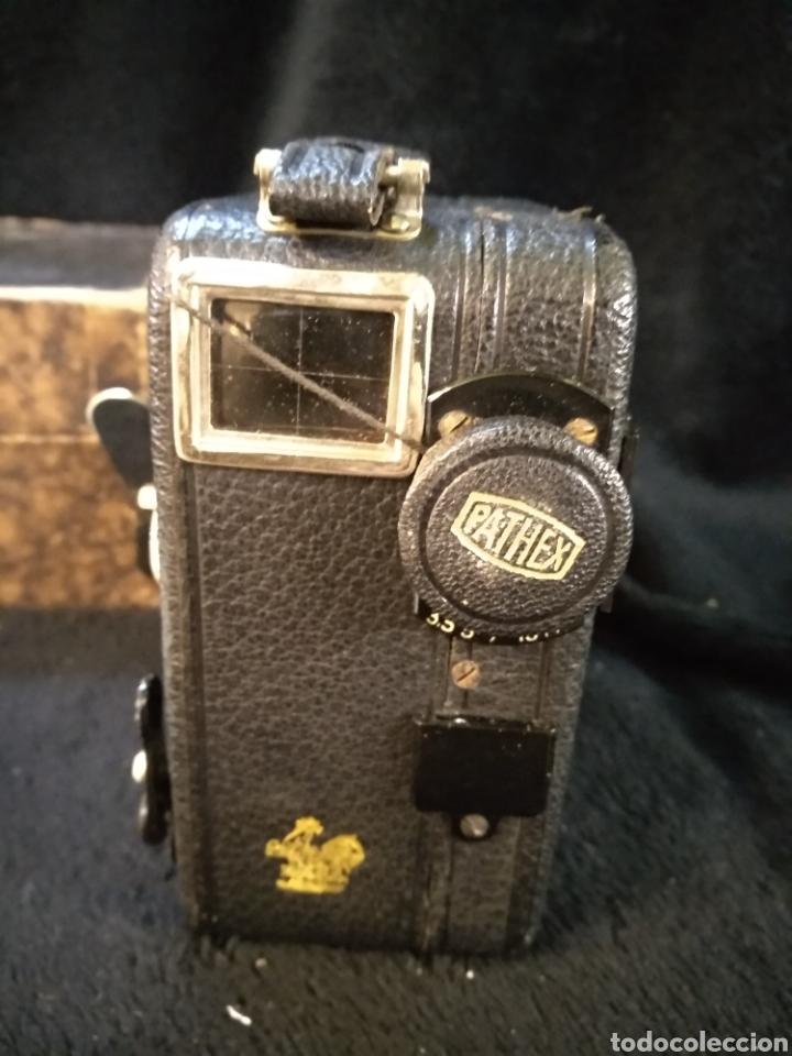 Antigüedades: Antigua cámara de filmar Pathe, con caja y folleto original, Funciona - Foto 4 - 231164380