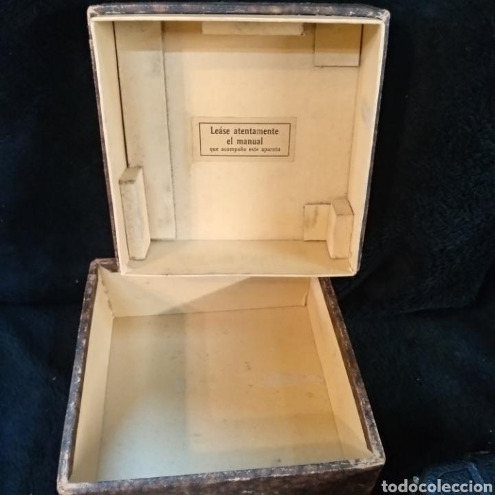 Antigüedades: Antigua cámara de filmar Pathe, con caja y folleto original, Funciona - Foto 9 - 231164380