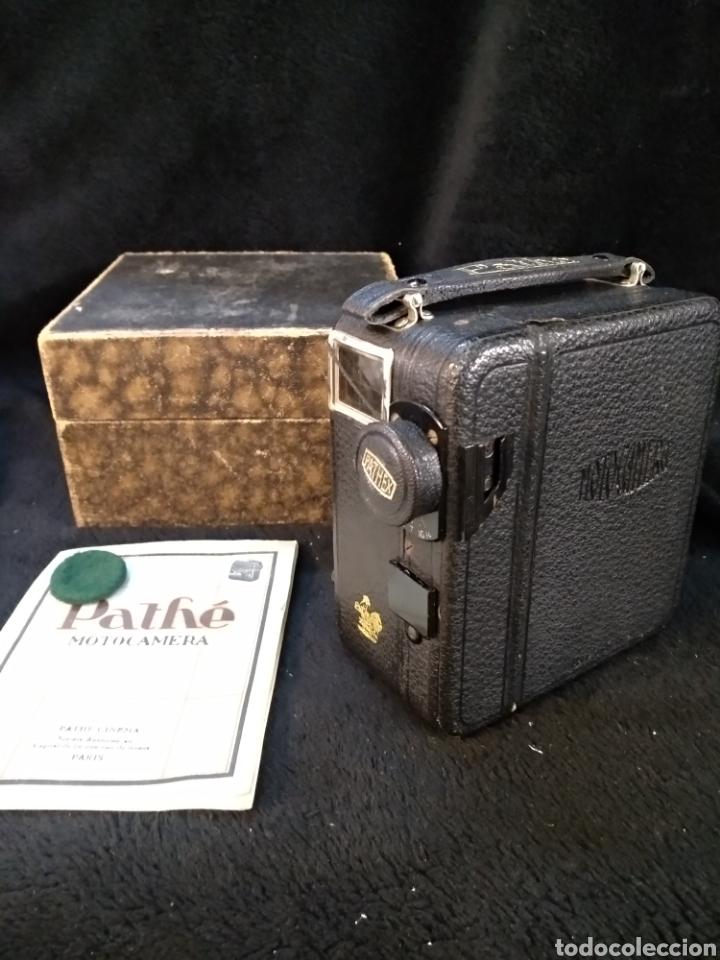 ANTIGUA CÁMARA DE FILMAR PATHE, CON CAJA Y FOLLETO ORIGINAL, FUNCIONA (Antigüedades - Técnicas - Aparatos de Cine Antiguo - Cámaras de Super 8 mm Antiguas)
