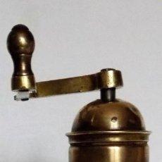 Antigüedades: MOLINILLO DE CAFÉ MARCA PE. DE. MODELO 5053. ALEMANIA. CA. 1920/1936. Lote 231362095