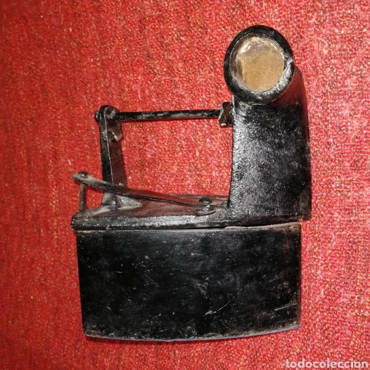 Antigüedades: PLANCHA DE CARBON CON CHIMENEA. ES DE HIERRO . ENVIO CERTIFICADO INCLUIDO. - Foto 3 - 231726785