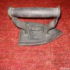 Antigüedades: ANTIGUA PLANCHA DE HIERRO. ENVIO CERTIFICADO INCLUIDO.. Lote 231731140