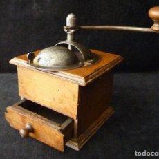 Antigüedades: ANTIGUO MOLINILLO DE MADERA PARA CAFÉ. SIN MARCA. AÑOS 40. Lote 231837550