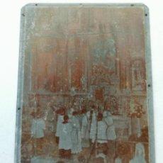 Antiquités: CLICHÉ O PLANCHA DE ZINC. FOTOGRAFÍA MISA,FONDO RETABLO IGLESIA. IMPRENTA VALVERDE DEL CAMINO.. Lote 231912340