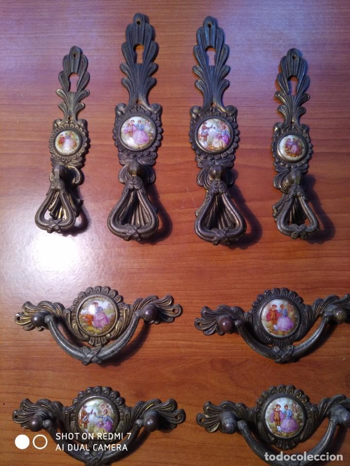 8 TIRADORES BRONCE PORCELANA (Antigüedades - Técnicas - Cerrajería y Forja - Tiradores Antiguos)