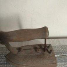 Antigüedades: PLANCHA ANTIGUA DE METAL. Lote 232100125