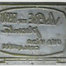 Antigüedades: CLICHÉ O PLANCHA DE ZINC. PUBLICIDAD VALVEDE EN FIESTAS PRESENTA UNA VIDA CUALQUIERA. Lote 232240235