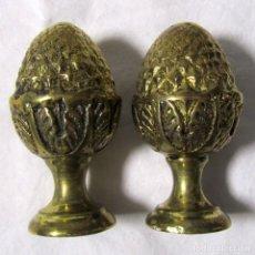 Antigüedades: 2 POMOS REMATES DE BRONCE EN FORMA DE PIÑA. Lote 232500030