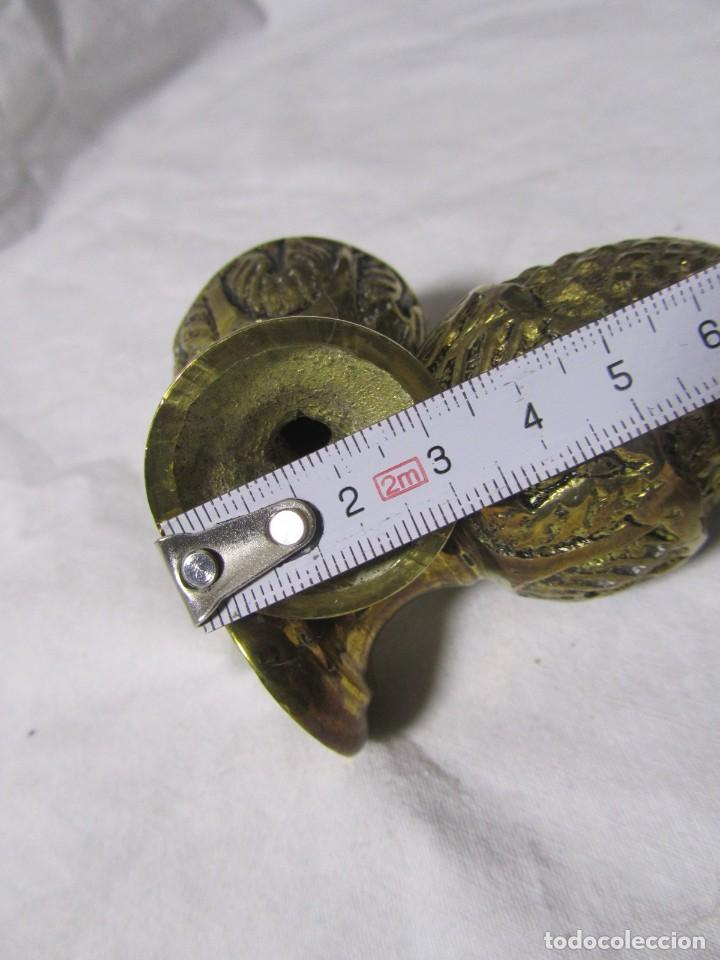 Antigüedades: 2 pomos remates de bronce en forma de piña - Foto 6 - 232500030