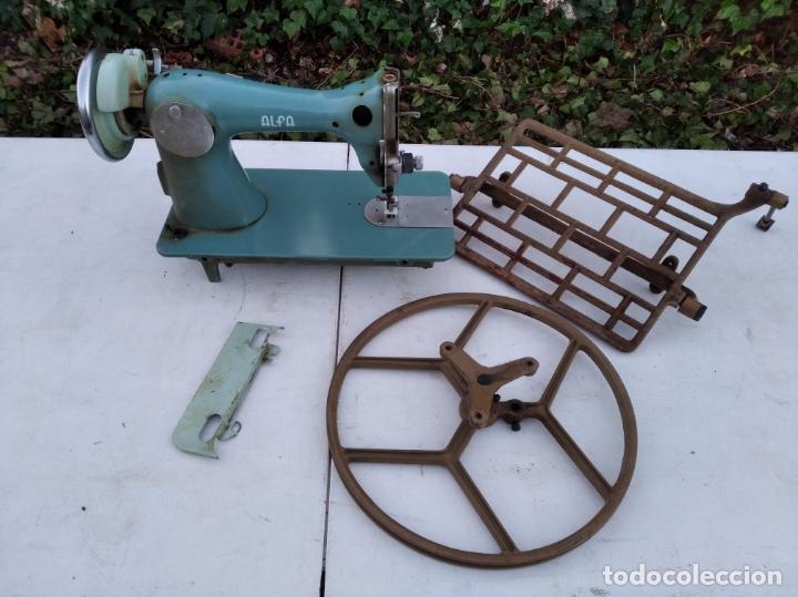 ALFA CLASSIC - ANTIGUA MAQUINA DE COSER, MECANISMO DE PEDAL Y CAJITA DE ACCESORIOS (Antigüedades - Técnicas - Máquinas de Coser Antiguas - Alfa)