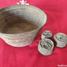 Antiguidades: ANTIGUO PLATO Y PESAS BÁSCULA. Lote 232578050