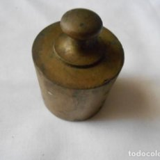 Antigüedades: PESAS ANTIGUAS LATON DE 1 KG Y 500 GRMS.. Lote 232726660