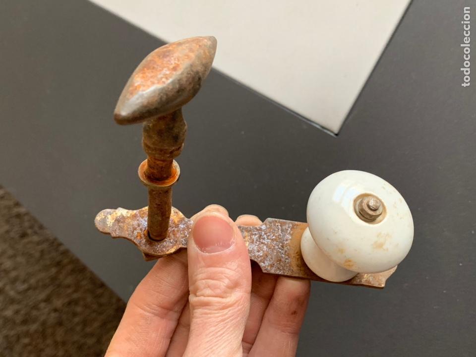 Antigüedades: Antiguo Tirador de Forja y Porcelana - Foto 2 - 232807930