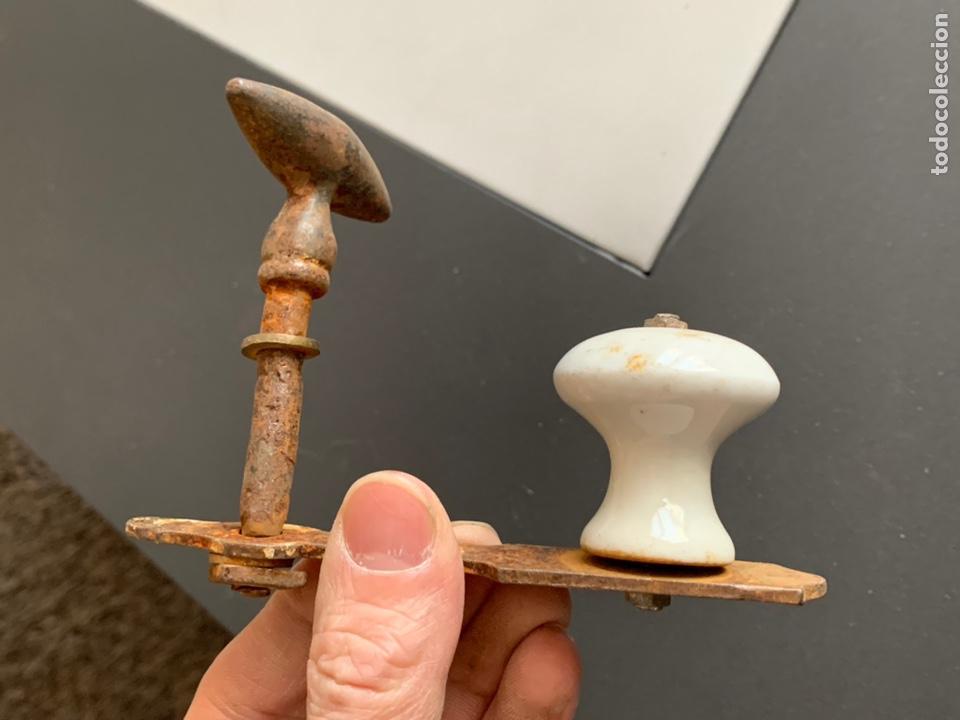 Antigüedades: Antiguo Tirador de Forja y Porcelana - Foto 3 - 232807930