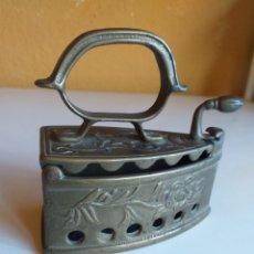 Antigüedades: BONITA Y PEQUEÑA PLANCHA. Lote 232941965