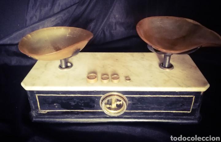 Antigüedades: ANTIGUA BALANZA DE FARMACIA, PLATOS DE ASTA DE TORO, EN MÁRMOL BLANCO Y MADERA. - Foto 2 - 233019820