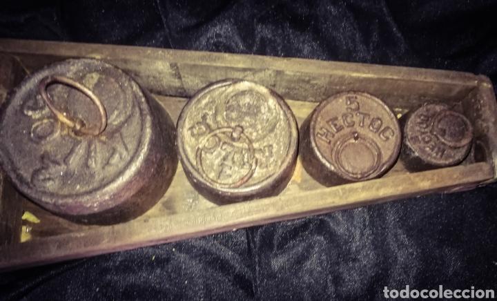 Antigüedades: MAGNÍFICA ANTIGUA BALANZA PLATOS BRONCE, PESAS EN SU ANTIGUA CAJA MADERA. 10 KG. - Foto 4 - 233027106