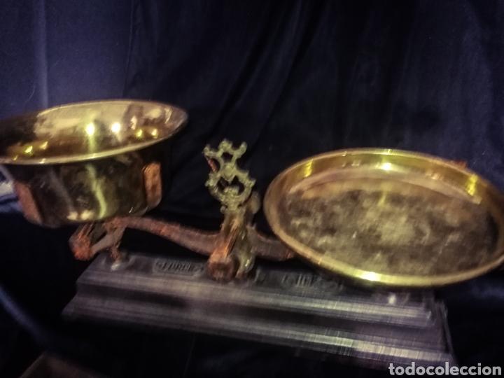 Antigüedades: MAGNÍFICA ANTIGUA BALANZA PLATOS BRONCE, PESAS EN SU ANTIGUA CAJA MADERA. 10 KG. - Foto 7 - 233027106