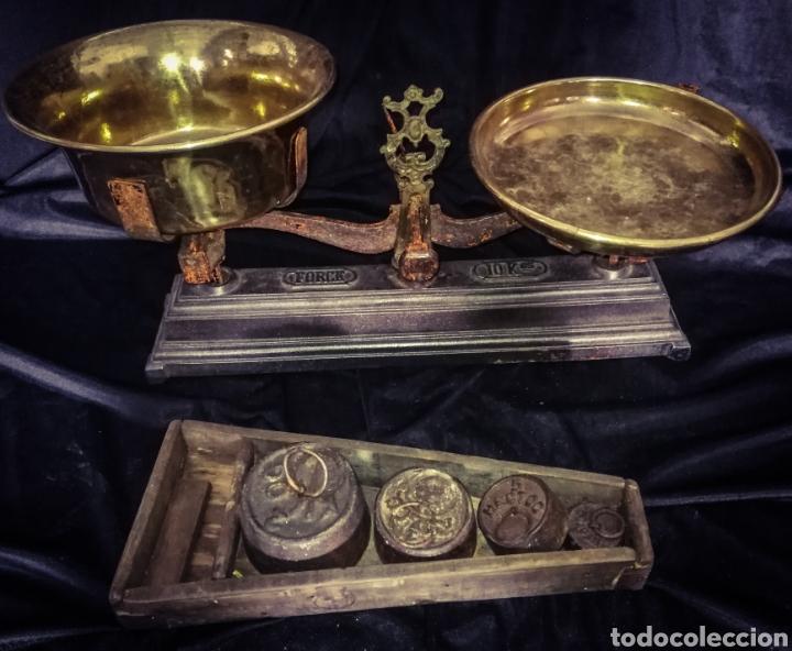MAGNÍFICA ANTIGUA BALANZA PLATOS BRONCE, PESAS EN SU ANTIGUA CAJA MADERA. 10 KG. (Antigüedades - Técnicas - Medidas de Peso - Balanzas Antiguas)