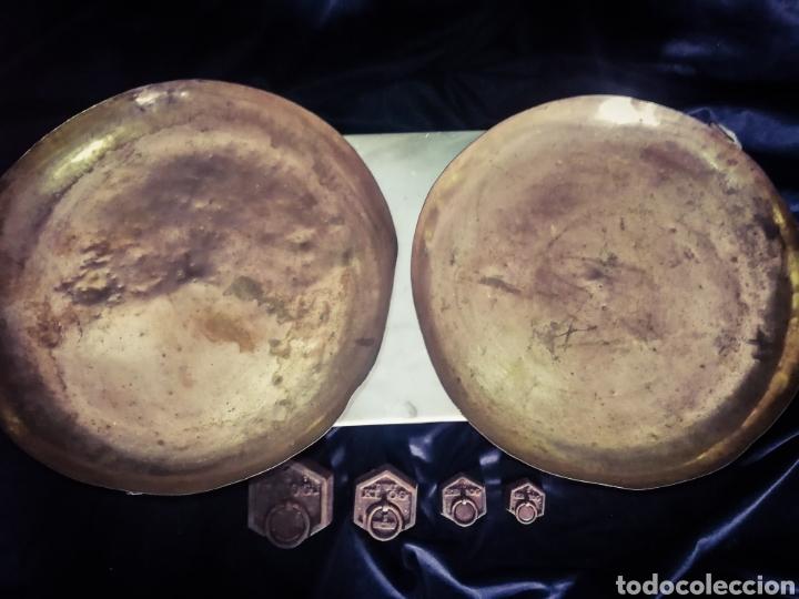 Antigüedades: ENORME BÁSCULA BALANZA PLATOS COBRE, MÁRMOL Y MADERA, PLATOS MARCADOS, 56 CM LONGITUD! - Foto 5 - 233029860