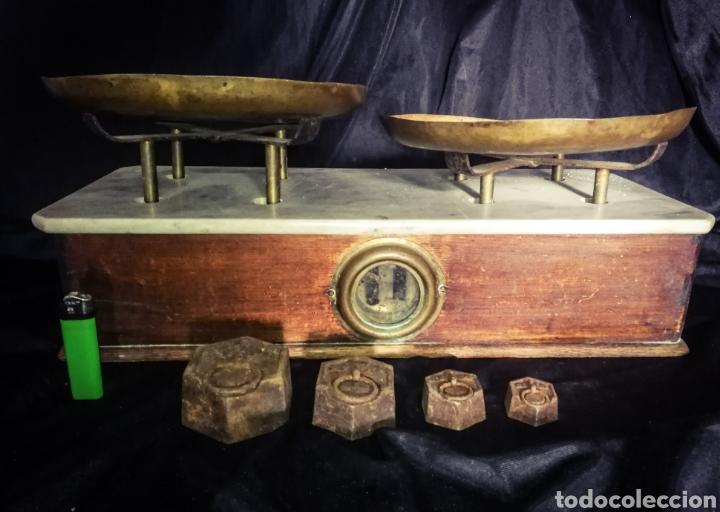 ENORME BÁSCULA BALANZA PLATOS COBRE, MÁRMOL Y MADERA, PLATOS MARCADOS, 56 CM LONGITUD! (Antigüedades - Técnicas - Medidas de Peso - Balanzas Antiguas)