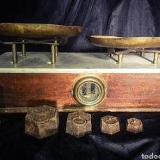 Antigüedades: ENORME BÁSCULA BALANZA PLATOS COBRE, MÁRMOL Y MADERA, PLATOS MARCADOS, 56 CM LONGITUD!. Lote 233029860