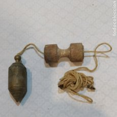 Antigüedades: ANTIGUA PLOMADA DE BRONCE. Lote 233041275