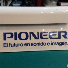 Antigüedades: EXPOSITOR PUBLICIDAD PIONEER EQUIPOS DE MÚSICA ALOS 80. Lote 233139365
