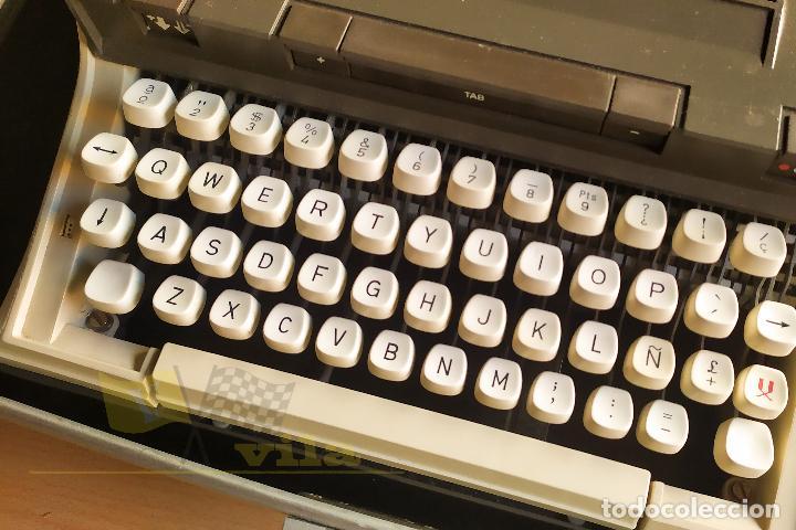 Antigüedades: Maquina de escribir portatil CAPRI - con maletin de transporte original y con llave - Foto 3 - 233255530