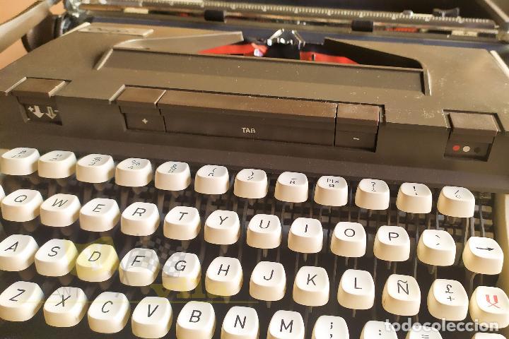 Antigüedades: Maquina de escribir portatil CAPRI - con maletin de transporte original y con llave - Foto 4 - 233255530