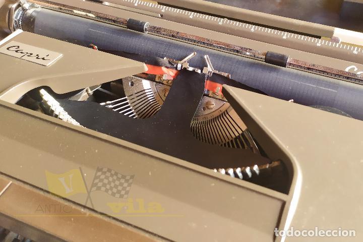 Antigüedades: Maquina de escribir portatil CAPRI - con maletin de transporte original y con llave - Foto 5 - 233255530