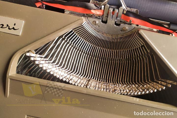 Antigüedades: Maquina de escribir portatil CAPRI - con maletin de transporte original y con llave - Foto 8 - 233255530