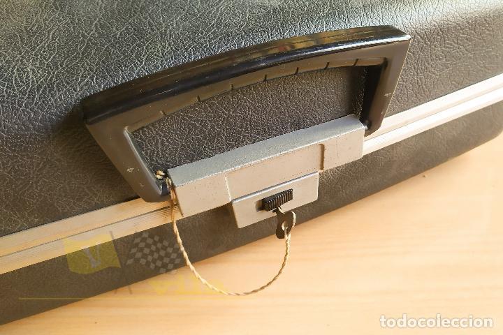 Antigüedades: Maquina de escribir portatil CAPRI - con maletin de transporte original y con llave - Foto 13 - 233255530