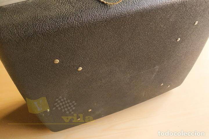 Antigüedades: Maquina de escribir portatil CAPRI - con maletin de transporte original y con llave - Foto 15 - 233255530