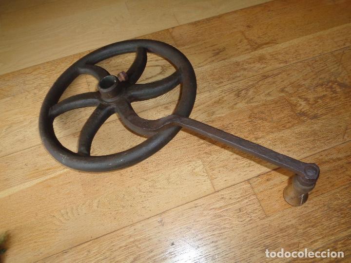 Antigüedades: rueda de molino café muy antigua - Foto 2 - 233282645