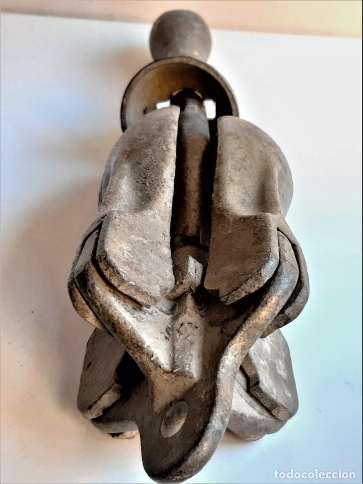 Antigüedades: ANCLA HIERRO MACIZO COLAPSABLE 4 KILOS - 47.CM LARGO - Foto 11 - 233429655