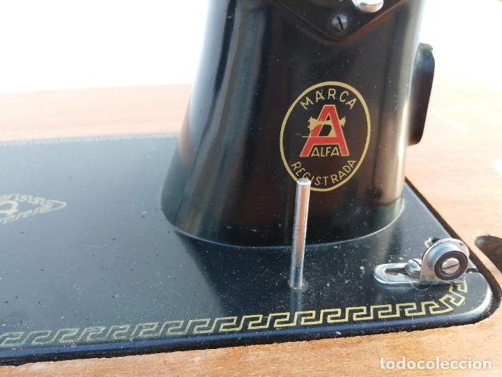 Antigüedades: Maquina antigua de coser ALFA con pie mesa pedal hierro - Foto 6 - 233448685