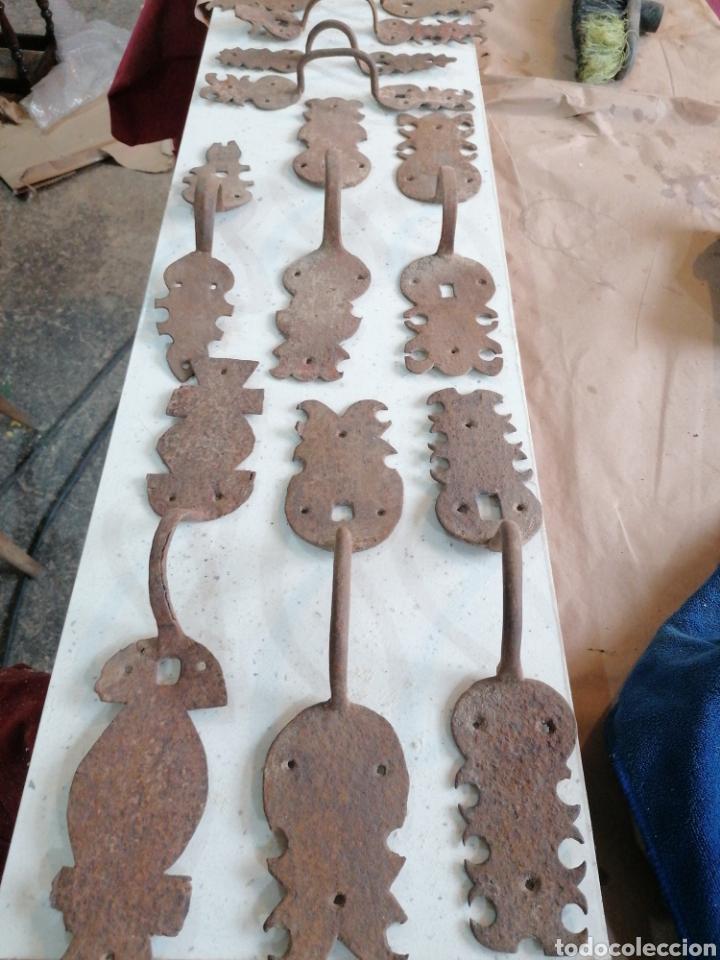 Antigüedades: Lote de tiradores de puertas antiguas - Foto 6 - 233479925