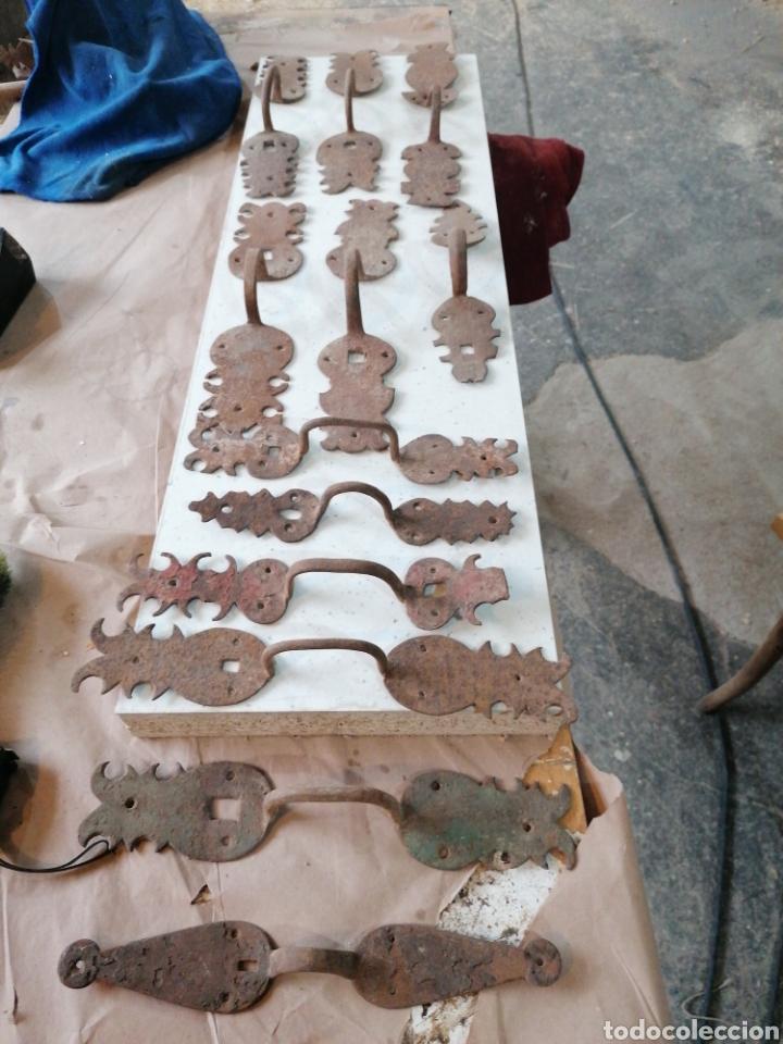 LOTE DE TIRADORES DE PUERTAS ANTIGUAS (Antigüedades - Técnicas - Cerrajería y Forja - Tiradores Antiguos)