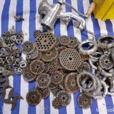 Antiquités: PIEZAS DE MAQUINA TRITURADORA DE CARNE. Lote 233529090