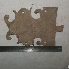 Antigüedades: PESTILLO CERRADURA DE FORJA S XVII. Lote 233564690