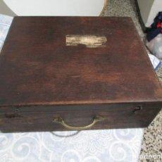 Antigüedades: ANTIGUA CAJA DE MADERA DE FARMACIA,BOTIQUIN FARMACIA FERNANDO ALVAREZ BERENGUER ONTENIENTE S IXX. Lote 233722895