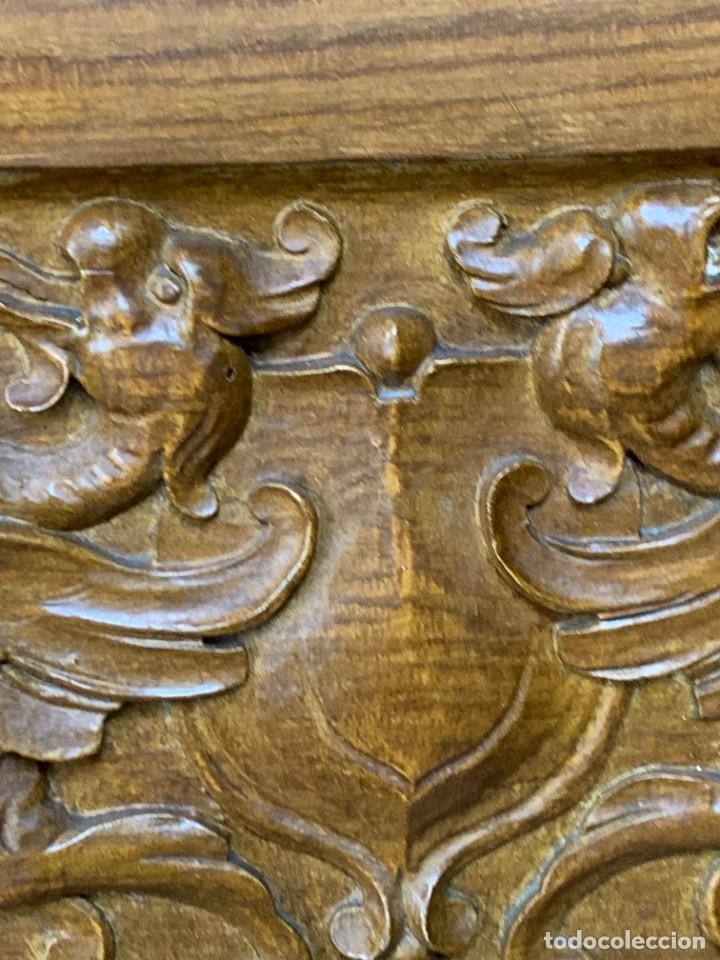Antigüedades: PUERTA DE PASILLO MADERA TALLADA Y FORJA MEDALLONES Y GRIFOS TOLEDO CALIDAD 191X74X5C - Foto 11 - 233811905