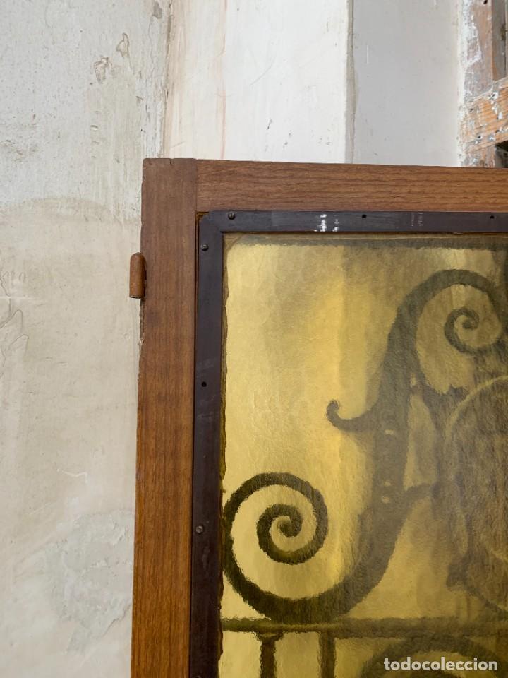 Antigüedades: PUERTA DE PASILLO MADERA TALLADA Y FORJA MEDALLONES Y GRIFOS TOLEDO CALIDAD 191X74X5C - Foto 13 - 233811905