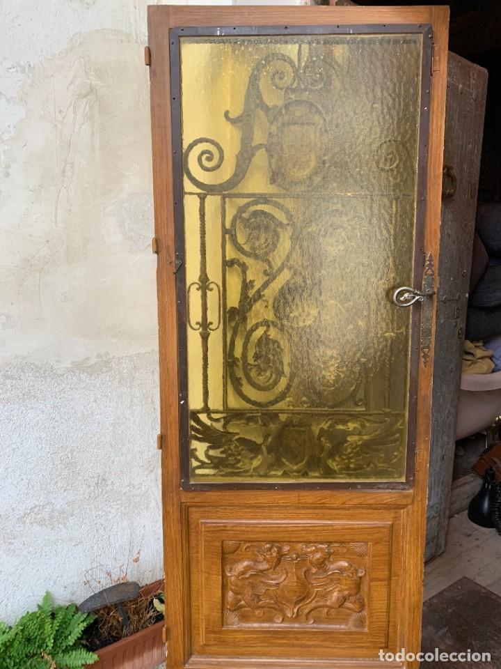 Antigüedades: PUERTA DE PASILLO MADERA TALLADA Y FORJA MEDALLONES Y GRIFOS TOLEDO CALIDAD 191X74X5C - Foto 14 - 233811905