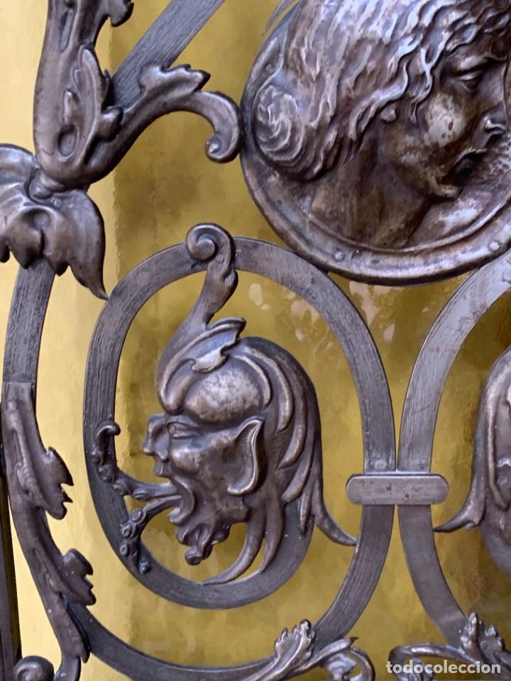 Antigüedades: PUERTA DE PASILLO MADERA TALLADA Y FORJA MEDALLONES Y GRIFOS TOLEDO CALIDAD 191X74X5C - Foto 26 - 233811905