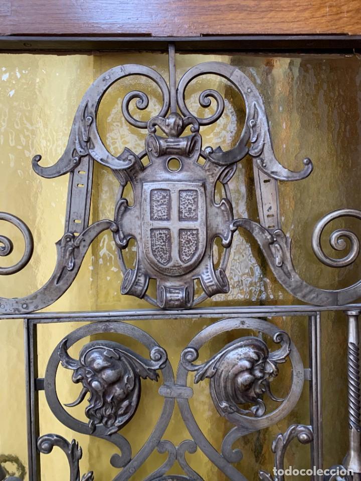 Antigüedades: PUERTA DE PASILLO MADERA TALLADA Y FORJA MEDALLONES Y GRIFOS TOLEDO CALIDAD 191X74X5C - Foto 33 - 233811905