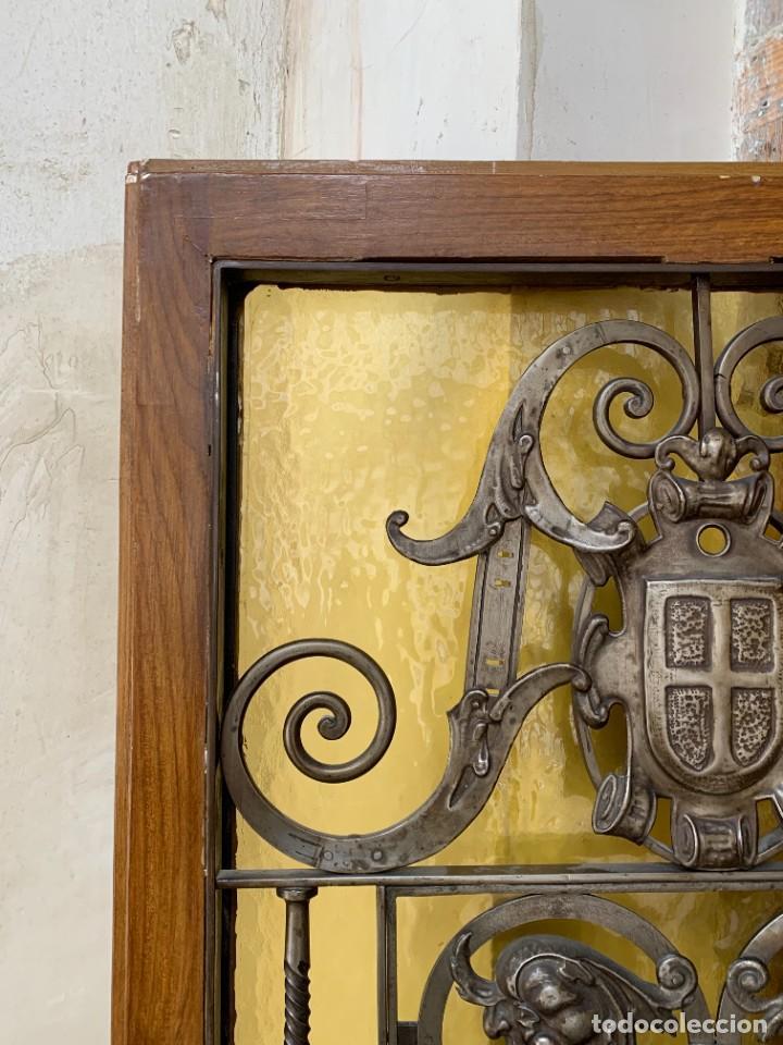 Antigüedades: PUERTA DE PASILLO MADERA TALLADA Y FORJA MEDALLONES Y GRIFOS TOLEDO CALIDAD 191X74X5C - Foto 34 - 233811905